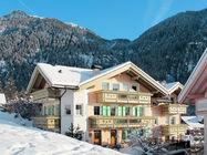 Izjemno lepo urejena in dobro opremljena apartmajska hiša leži v mirnem in sončnem predelu Fontanazza.