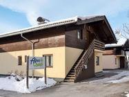 Apartmajski hiši Alpenchalet se nahajata v predelu Zellermoos, 900 m od smučišča in žičnice Areitbahn.
