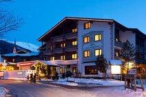 Hotel Hunguest se nahaja 300 m od centra mesta, smučišča in žičnice Rossbach. Postaja smučarskega avtobusa je pred hotelom.